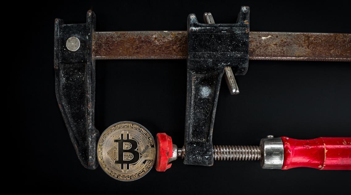 bitcoin-blockchain-coin-1099339-min